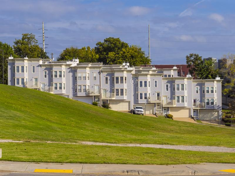 Härlig Riverview grannskap i Tulsa - TULSA - OKLAHOMA - OKTOBER 17, 2017 royaltyfria bilder