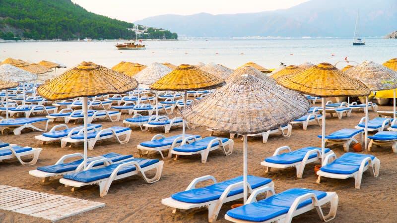Härlig sandig strand i Turkiet royaltyfri bild