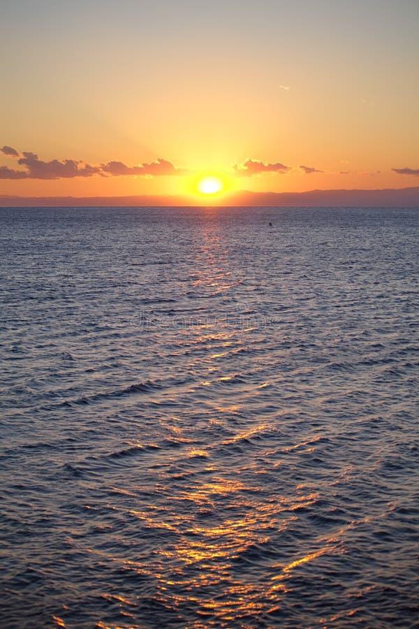 Härlig seascape på solnedgången arkivbild