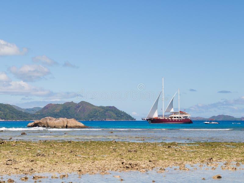 Härlig seglingyacht arkivfoto