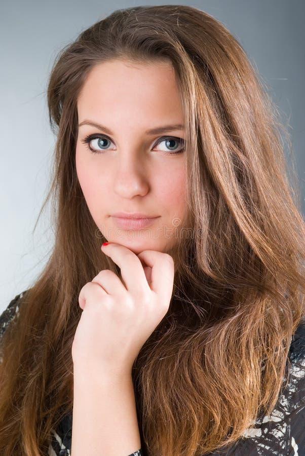 härlig sexig brunettflicka fotografering för bildbyråer