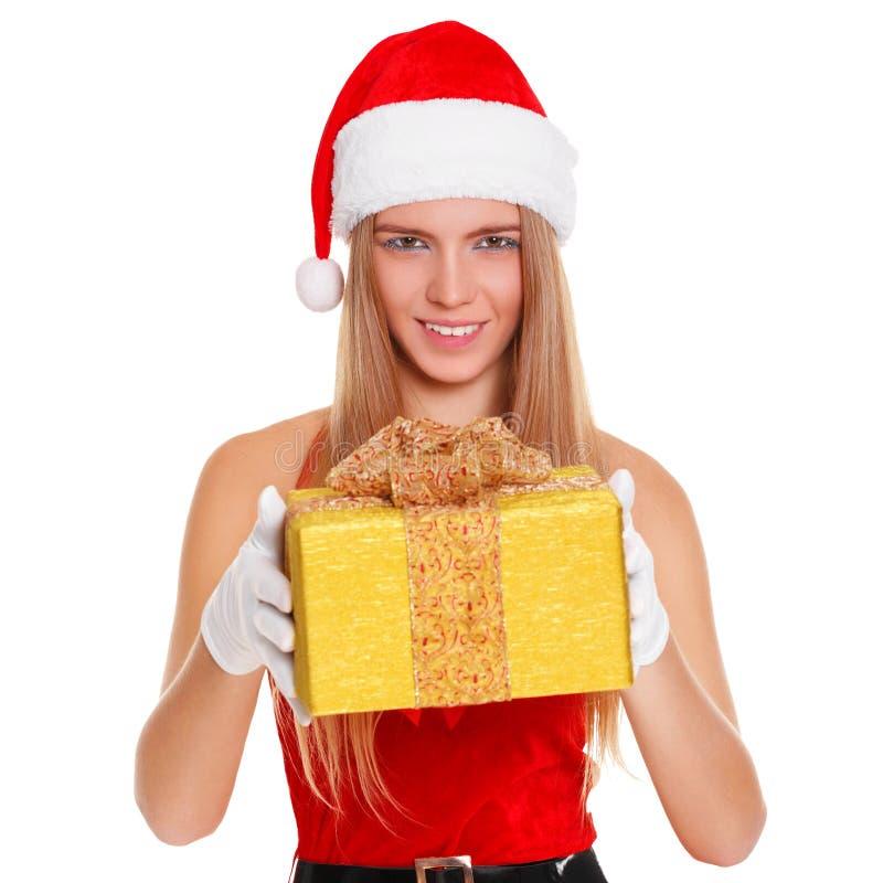 Härlig sexig flicka som bär Santa Claus kläder med julgåvan bakgrund isolerad white arkivfoto