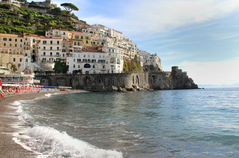 Härlig sikt av Amalfi, Italien arkivfoton