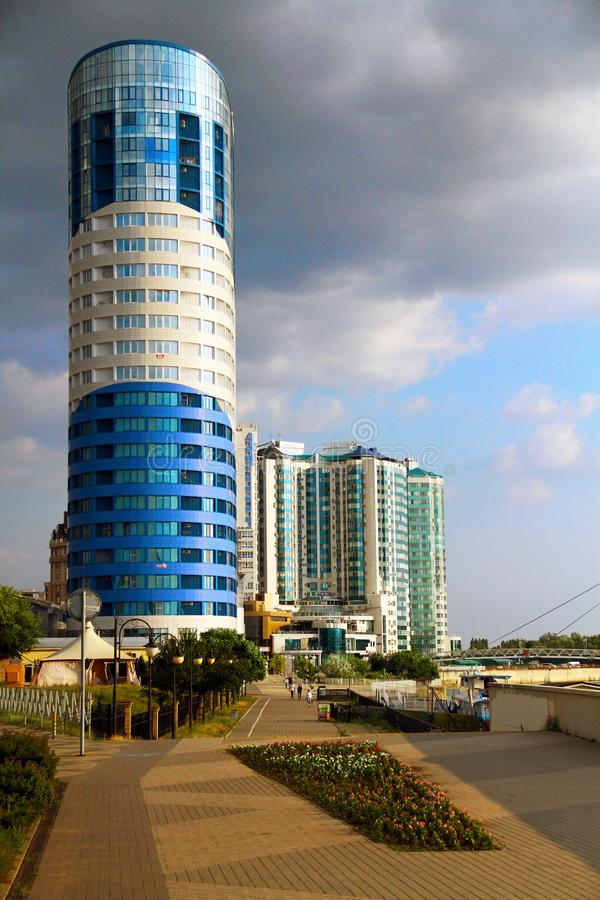 Härlig sikt av byggnaden i staden av Krasnodar royaltyfri foto