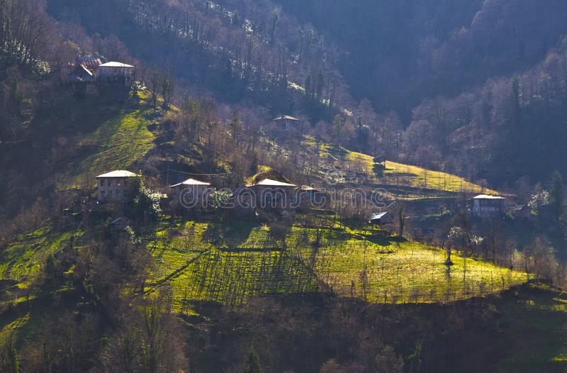 Härlig sikt av byn på berg i Georgia arkivbilder