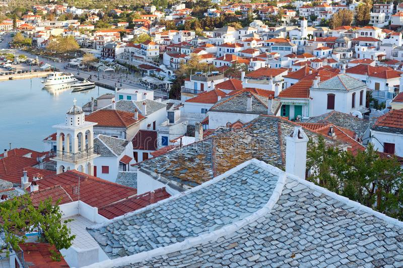 Härlig sikt av den gamla staden på den Skopelos ön, nordliga Sporades, Grekland royaltyfria bilder