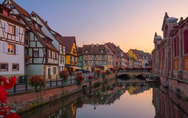 Härlig sikt av den historiska staden av Colmar arkivbilder