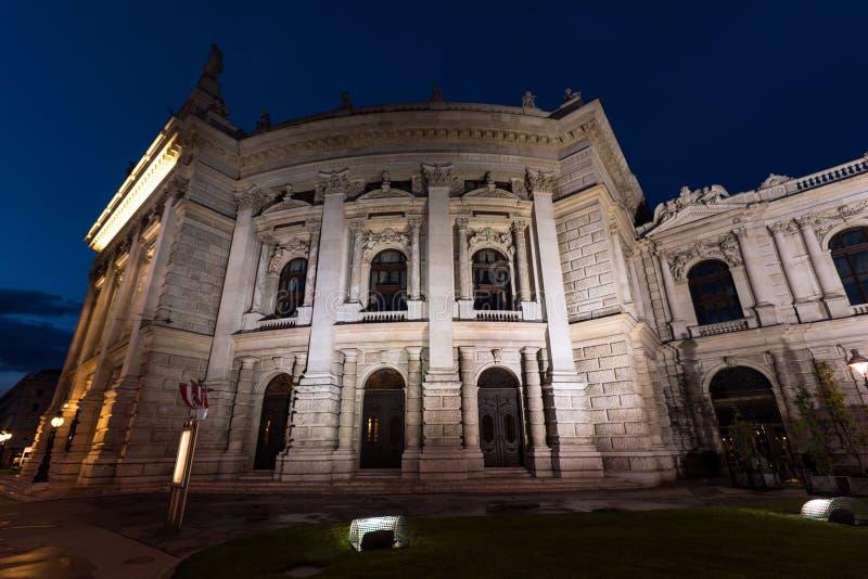 Härlig sikt av den historiska teatern för imperialistisk domstol för burgtheater royaltyfri bild