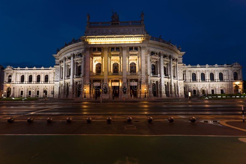 Härlig sikt av den historiska teatern för imperialistisk domstol för burgtheater royaltyfria foton