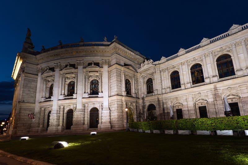 Härlig sikt av den historiska teatern för imperialistisk domstol för burgtheater arkivfoton