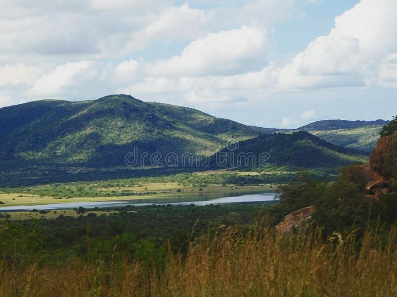 Härlig sikt av den Pilanesberg nationalparken royaltyfri bild