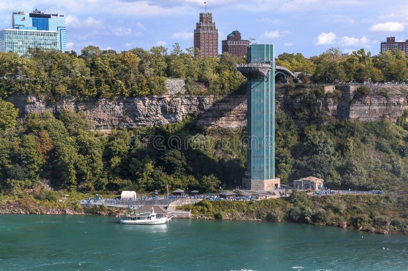 Härlig sikt av det berömda Niagara Falls observationstornet i USA Gorgeaous bakgrunder fotografering för bildbyråer