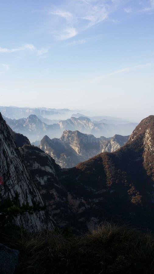 Härlig sikt av det Huashan bergmaximumet i morgonen arkivfoto