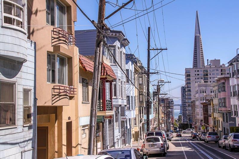 H?rlig sikt av en av gator av San Francisco H?rliga landskapbakgrunder fotografering för bildbyråer