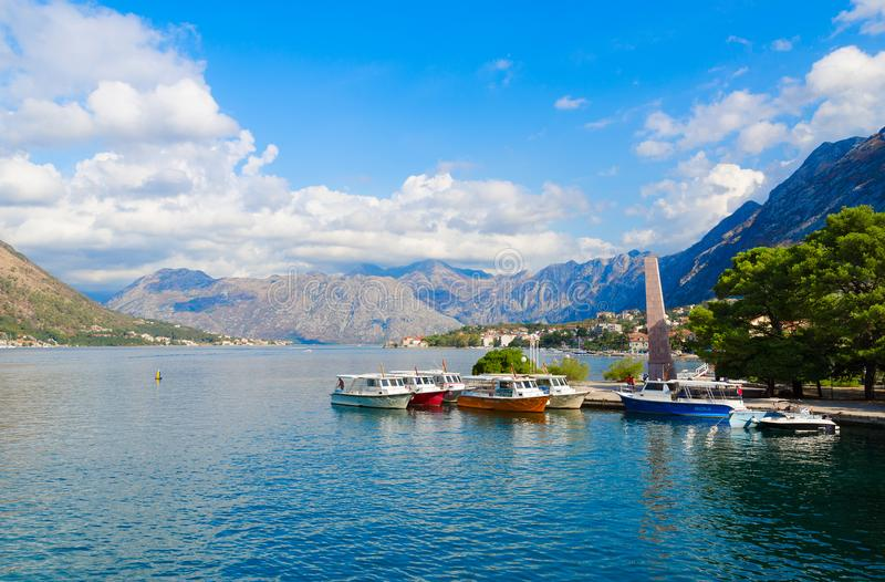 Härlig sikt av fjärden av Kotor, Kotor, Montenegro fotografering för bildbyråer