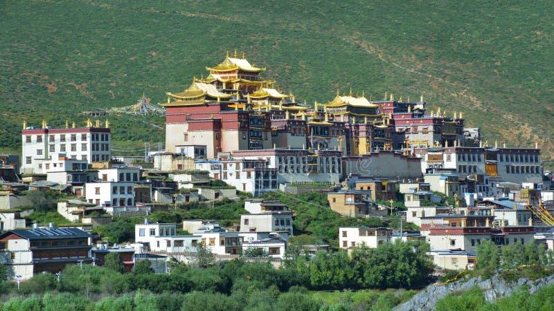 Härlig sikt av Ganden Sumtseling den buddistiska templet Shangri-La Kina arkivbilder
