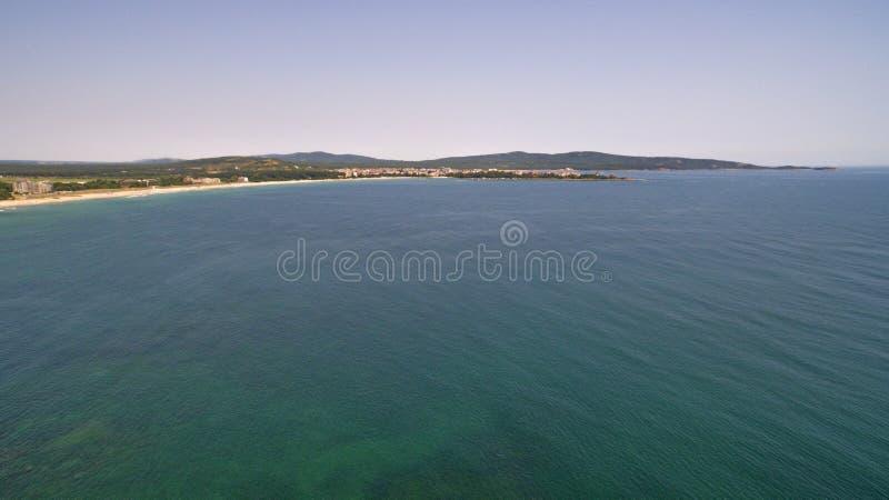 Härlig sikt av kustlinjen av Blacket Sea från över royaltyfri bild