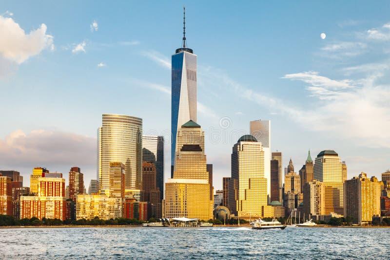 Härlig sikt av Manhattan med World Trade Center royaltyfria foton