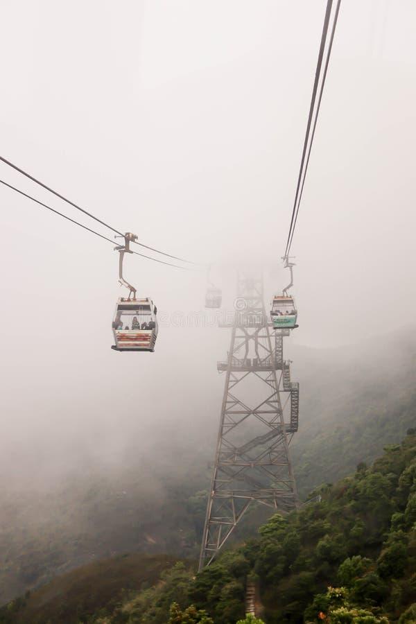 Härlig sikt av Nong Ping Cable Car med smog royaltyfri fotografi