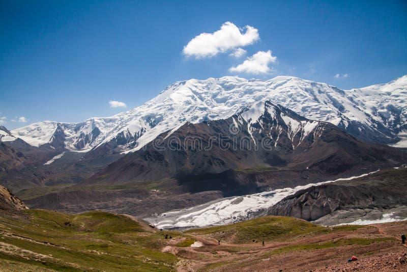 Härlig sikt av Pamir berg royaltyfri foto
