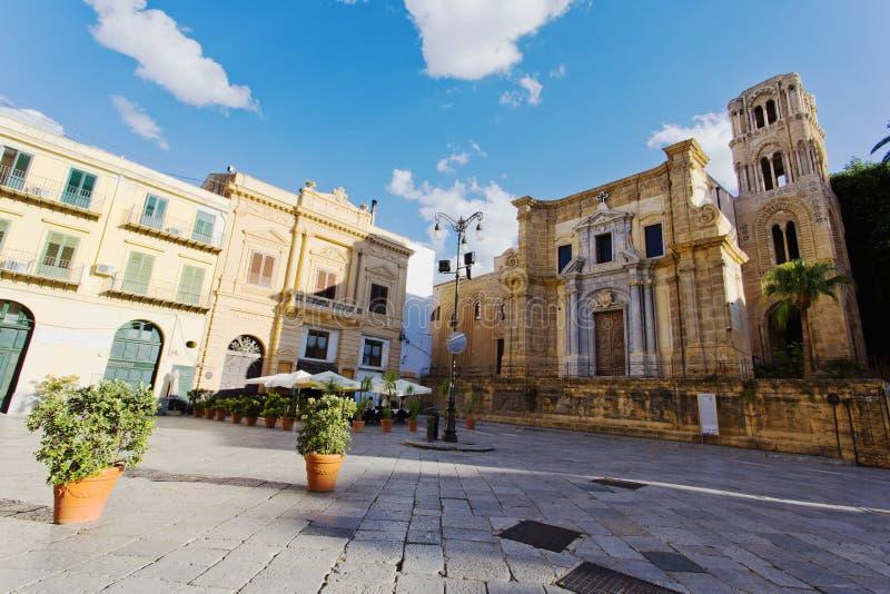Härlig sikt av piazza Bellini i Palermo, royaltyfri foto