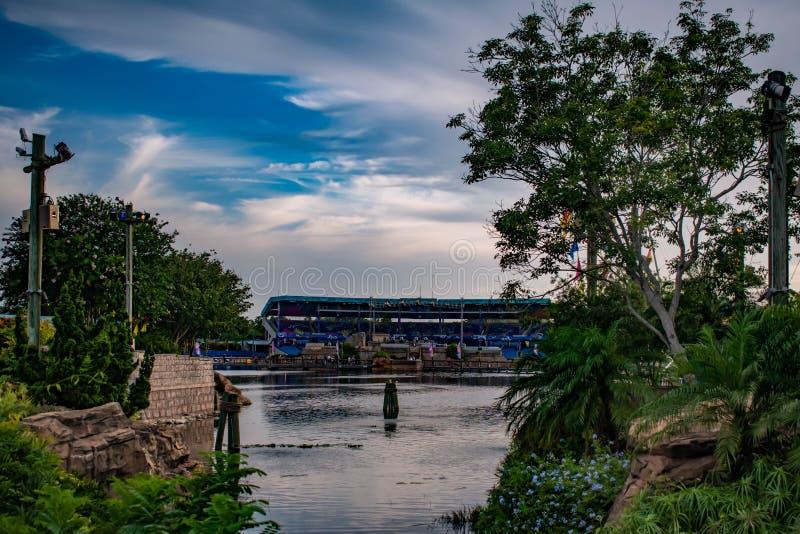 Härlig sikt av sjön för Bayside stadion och sju hav på Seaworld 1 royaltyfria foton
