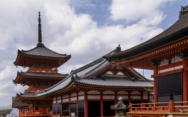 Härlig sikt av templet för Kyoto ` s Kiyomizu-dera, Japan arkivbilder