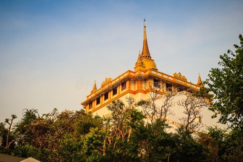 Härlig sikt av Wat Saket Ratcha Wora Maha Wihan (Wat Phu Khao royaltyfri fotografi