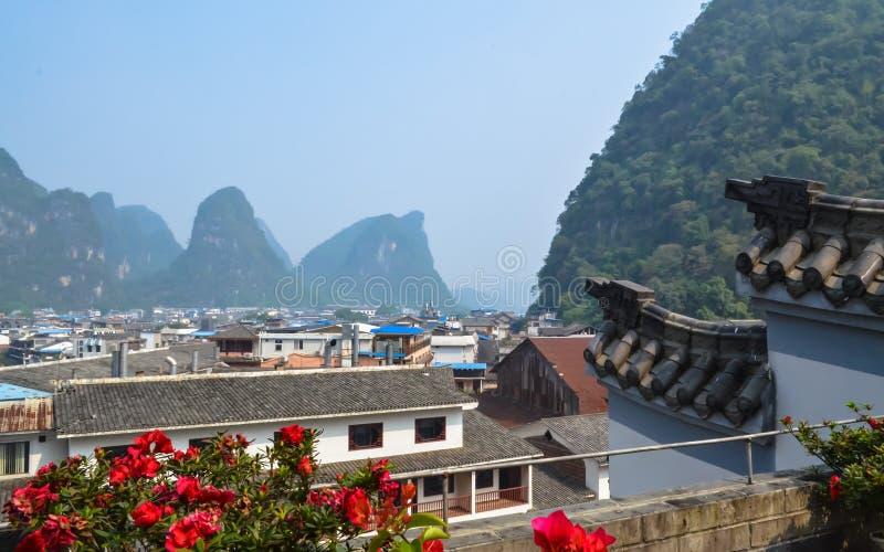 Härlig sikt från terrass till bergmaxima royaltyfria foton