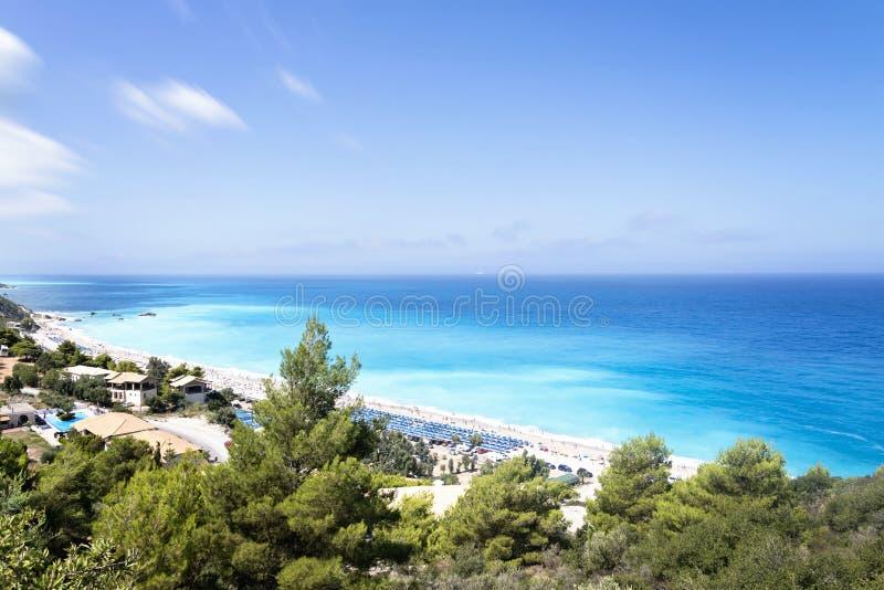 Härlig sikt på en stor populär strand Kathisma på den grekiska ön Lefkada arkivfoton