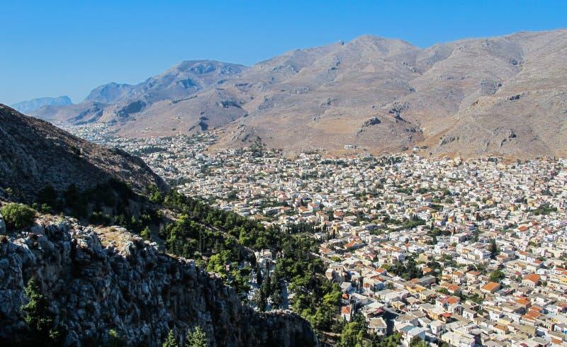 Härlig sikt uppifrån av kullen på staden av Pothia, huvudstaden av den grekiska ön av Kalymnos Dodecanese Grekland fotografering för bildbyråer