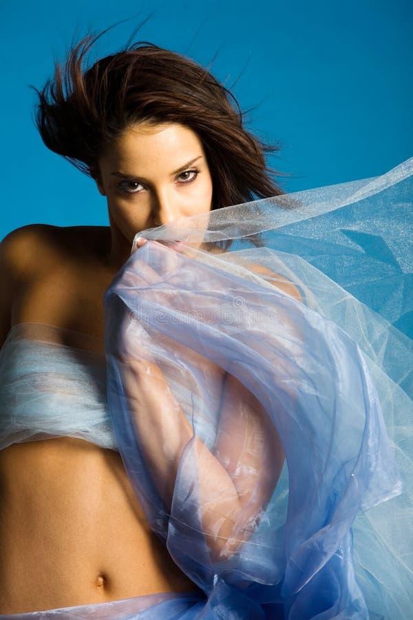 härlig silk kvinna arkivfoto