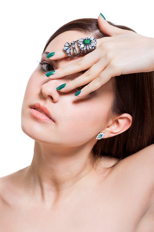 Härlig sinnlig ung kvinna med kala skuldror arkivfoto