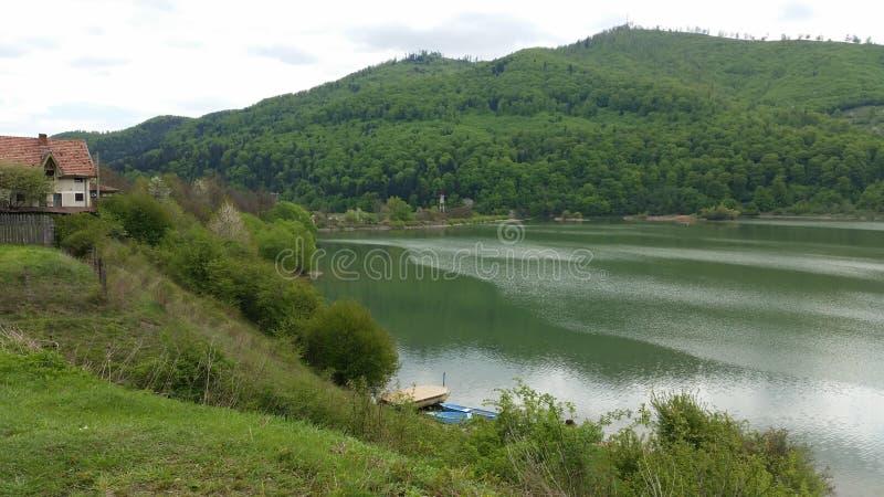 Härlig sjö i Rumänien royaltyfria bilder