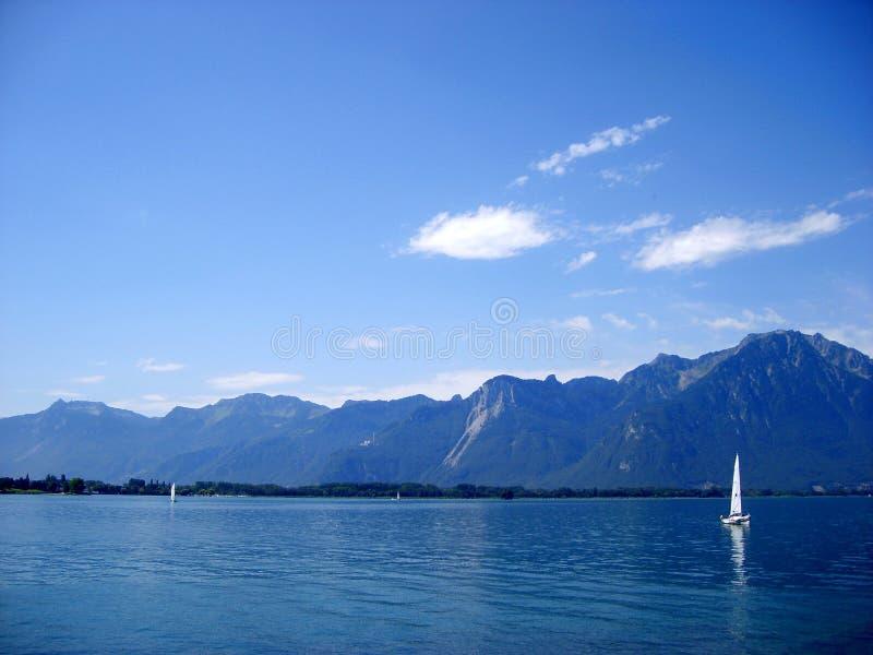 Härlig sjöGenève, sikt från slotten Chillon MONTREUX, Schweiz royaltyfri fotografi
