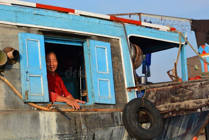 härlig skönhet eyes för naturståenden för makeup den naturliga kvinnan Mekong delta som svävar marknaden Långa Xuyen vietnam arkivbild