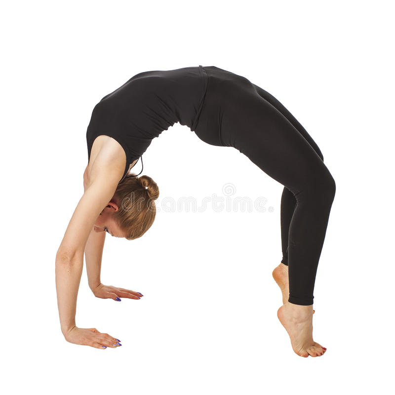 Härlig slank kvinna som gör yoga arkivfoton