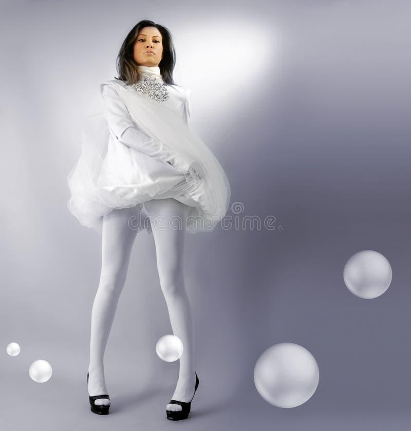 Härlig snövit flicka med bubblor royaltyfria bilder