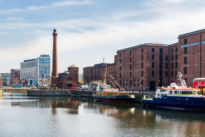 Härlig solig dag i Liverpool, UK, olika sikter av citen royaltyfria foton