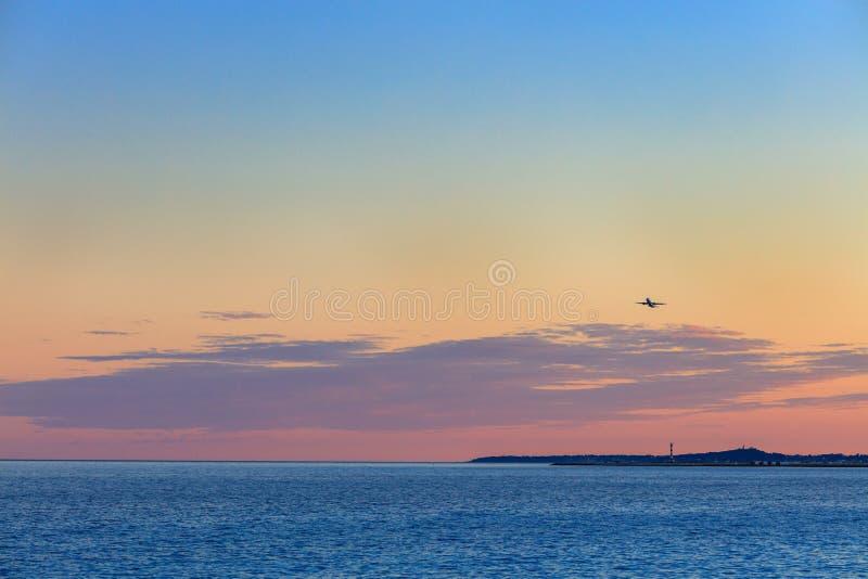 Härlig solnedgång över medelhavet arkivfoton