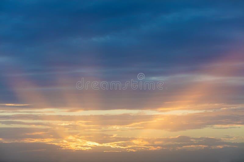 Härlig solnedgång över medelhavet arkivbilder