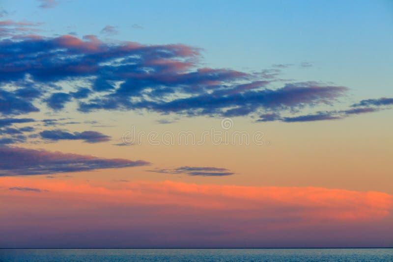 Härlig solnedgång över medelhavet royaltyfri foto