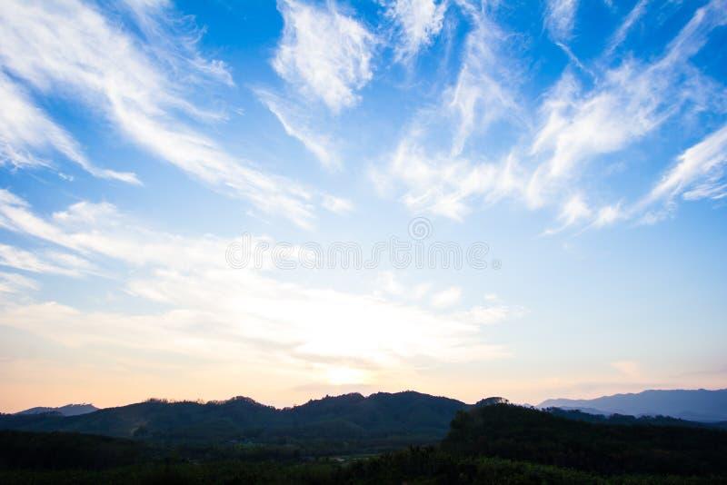 härlig solnedgång royaltyfri bild