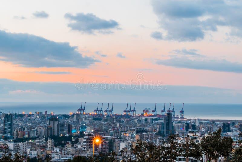 Härlig solnedgång av den Beirut hamnen arkivfoton