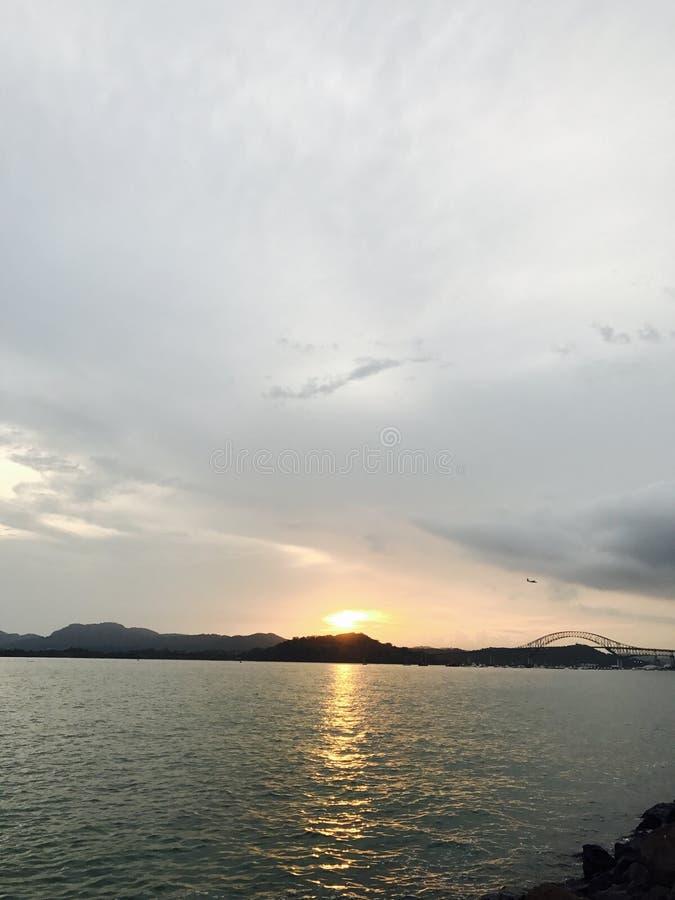 Härlig solnedgång för Panama kanal på söndag royaltyfri foto