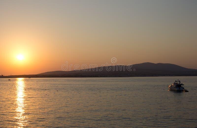 härlig solnedgång för strand royaltyfria foton