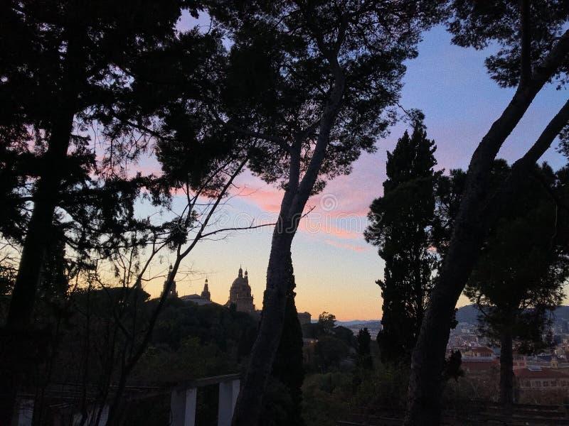 Härlig solnedgång i Barcelona Spanien royaltyfria bilder