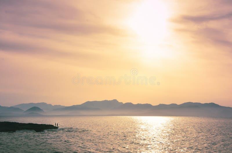 Härlig solnedgång i det medelhavs- royaltyfria bilder