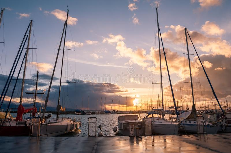 Härlig solnedgång i Lausanne, Schweiz fotografering för bildbyråer