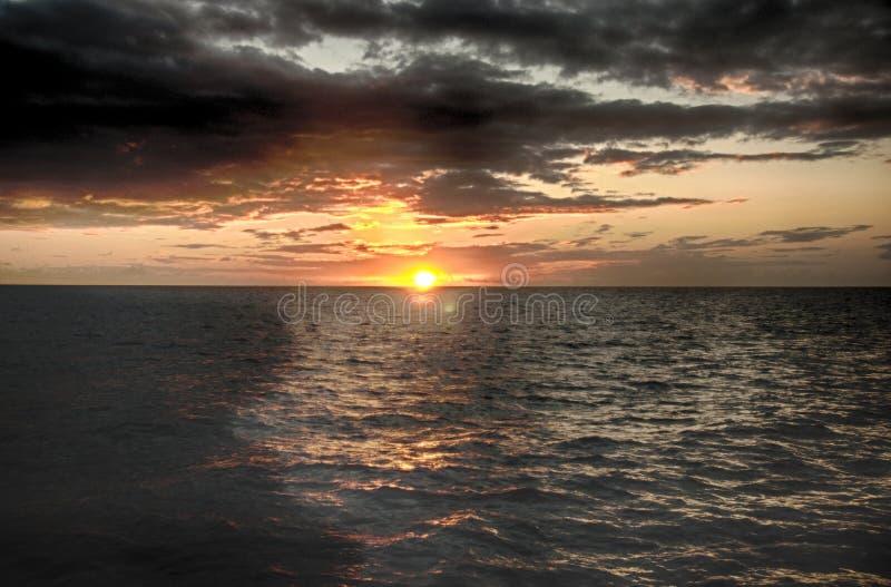 Härlig solnedgång i Saint Lucia royaltyfri fotografi